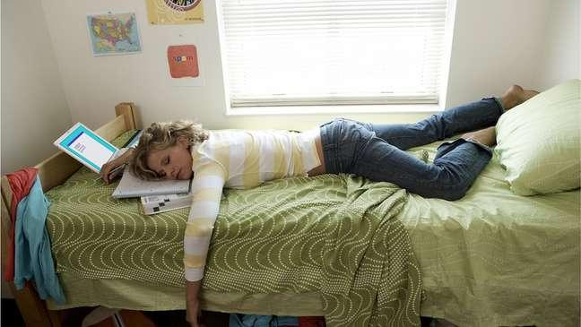 Estudo sugere que é possível aprender novas palavras e suas associações semânticas enquanto se está profundamente adormecido