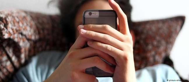 Muitos jovens, mesmo em idade de escola primária, compartilham conteúdos como fotos de colegas nus e vídeos explícitos