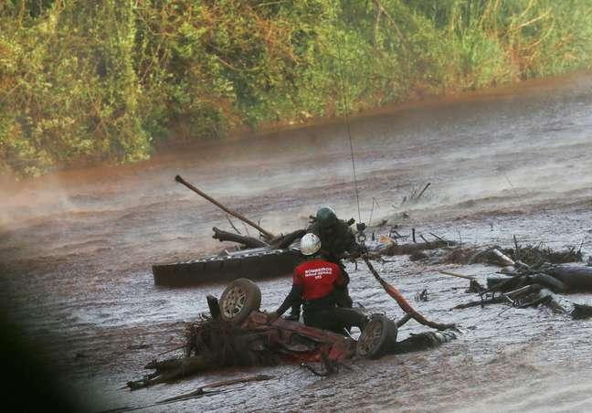 Equipes de resgate trabalham no rio Paraopeba após rompimento de barragem da Vale em Brumadinho 05/02/2019 REUTERS/Adriano Machado
