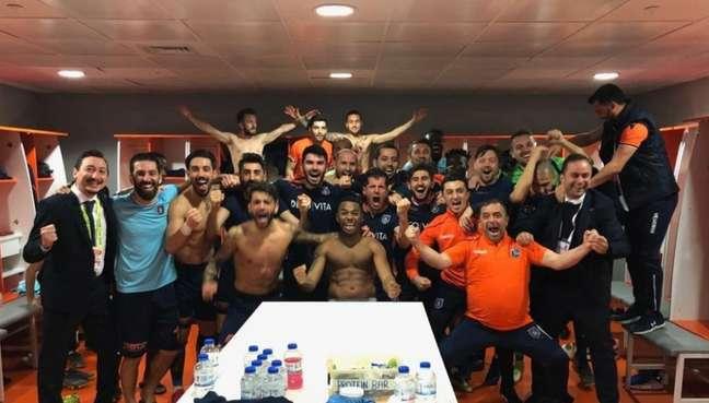 Jogadores comemoram vitória (Foto: Divulgação)