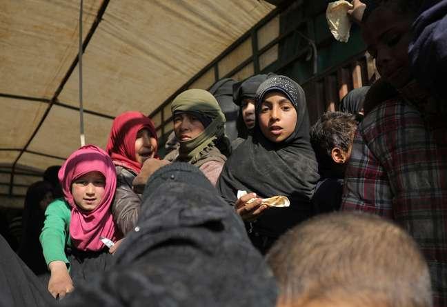 Crianças na parte de trás de caminhão perto de Baghouz, na Síria 20/02/2019 REUTERS/Rodi Said