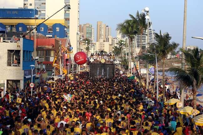 Tomate agita o circuito Barra-Ondina, no Carnaval de Salvador (BA)