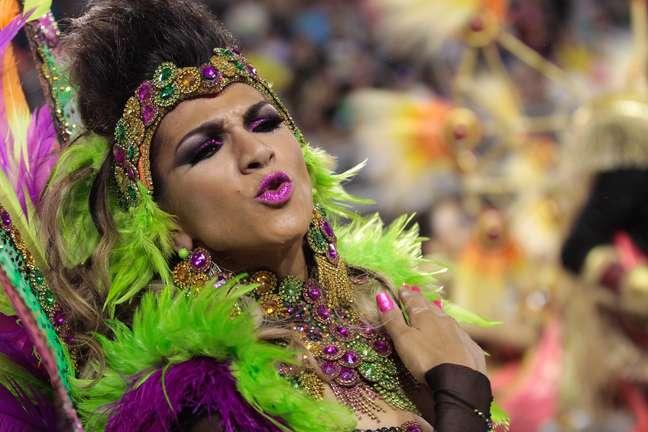 Aline de Oliveira, rainha de bateria da Mocidade Alegre, desfila hoje pelo Anhembi