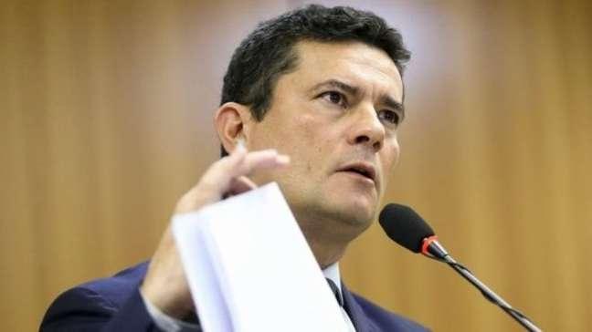 O juiz Sérgio Moro apresentou um pacote de propostas anticrime em que poderá ampliar o chamado excludente de ilicitude, ou seja, casos em que mortes cometidas por policiais são enquadradas como legítima defesa