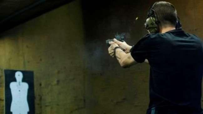 'Quando você coloca uma arma no mercado, em geral, ela não volta mais. A arma vai visitar várias pessoas, vários lugares, é emprestada, vendida, furtada', diz Cano sobre decreto de armas de Bolsonaro