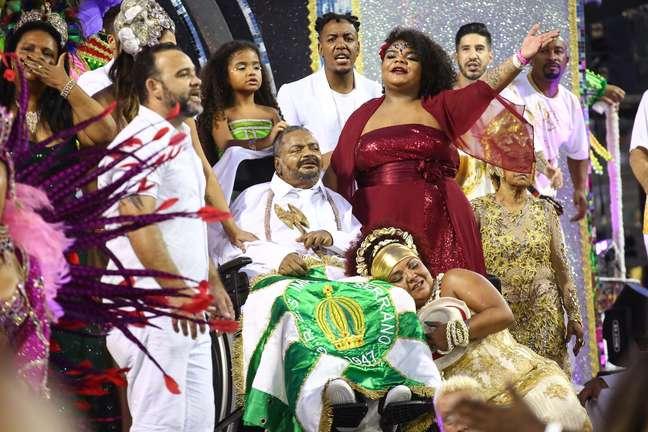 Arlindo Cruz desfilou pela X-9 Paulistana e emocionou o público.