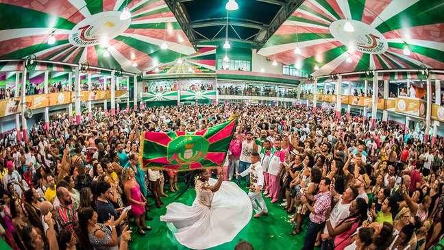 Samba da Mangueira joga luz sobre heróis apagados da história brasileira e sobre lutas de negros, indígenas e mulheres ao longo dos séculos após descobrimento