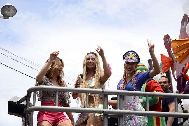 Carla Perez, Sheila Mello e Lori Improta no bloco Algodão Doce, em Salvador