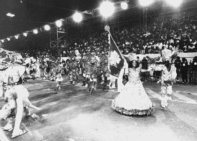 Camisa Verde e Branco desfila em 1984, quando as escolas de samba de São Paulo se exibiam na Tiradentes