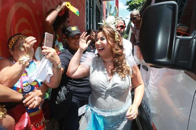 Mariana Xavier foi coroada rainha do bloco Algodão Doce, em Salvador