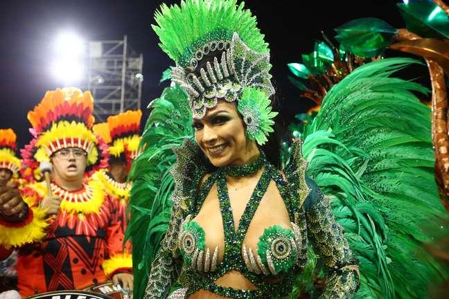 Rainha de bateria, Aline Oliveira durante desfile da escola de samba Mocidade Alegre, válida pelo Grupo Especial do do Carnaval SP 2019, no Sambódromo do Anhembi em São Paulo (SP), neste domingo (03).