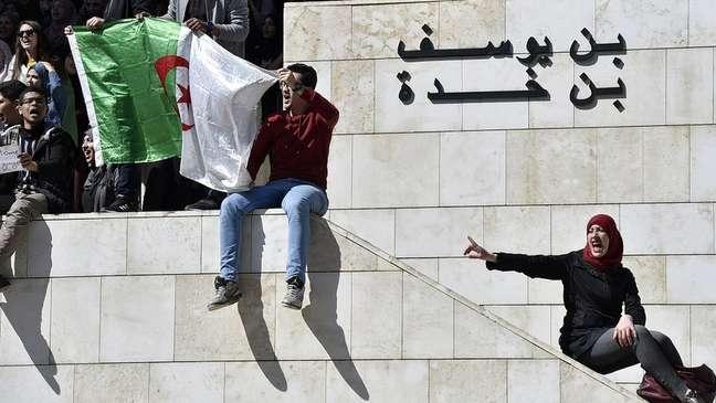 O governo tenta conter a insatisfação dos jovens argumentando que o país poderia se tornar' uma Síria'
