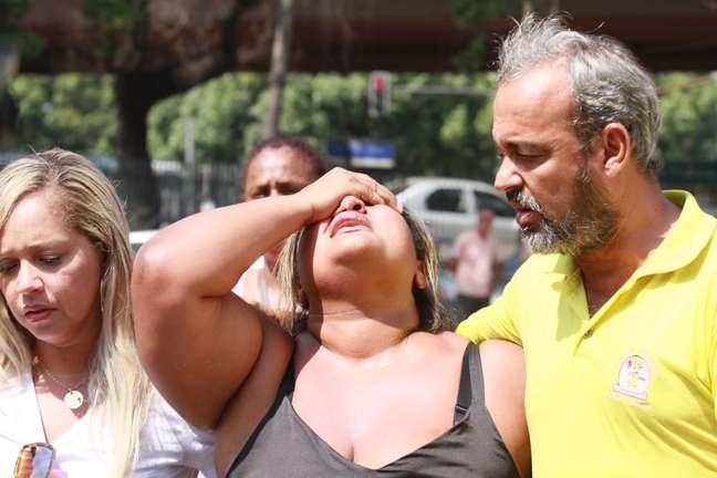Viúva do músico Evaldo Rosa dos Santos, de 51 anos, morto por militares, chega ao IML do Rio de Janeiro (RJ)