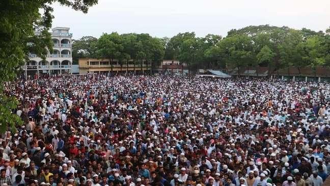 Grandes multidões se reuniram na cidade de Rafi para o funeral