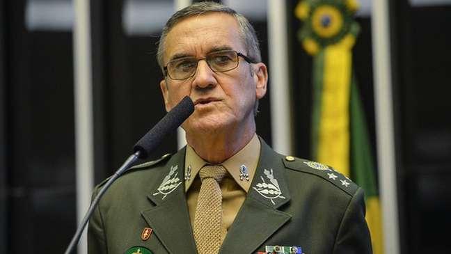 Ex-comandante do Exército, o general Eduardo Villas Bôas se disse 'preocupado' com as investigações do Supremo depois que um general da reserva foi alvo do inquérito