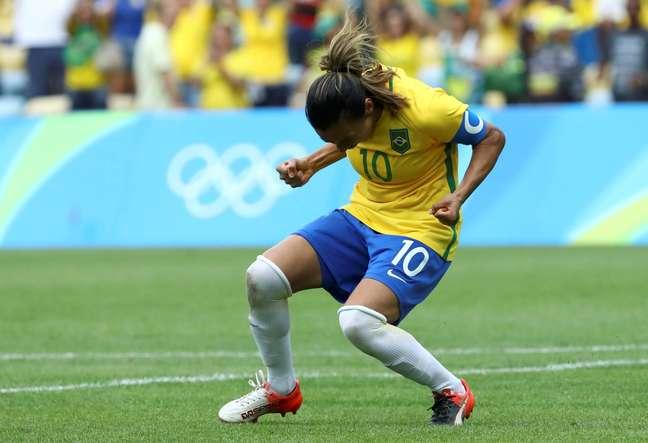 Marta comemora gol pela Seleção Brasileira