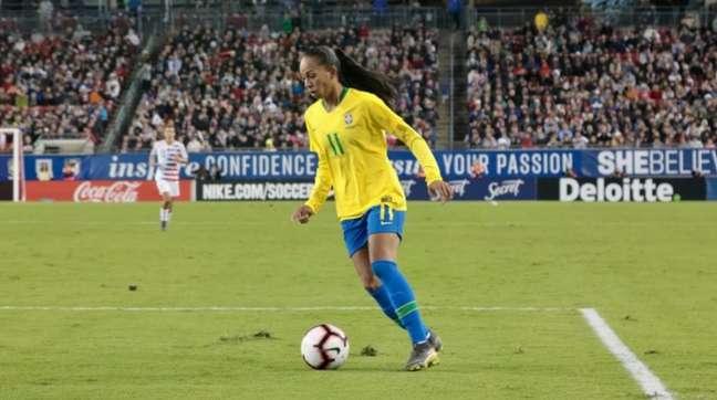 Luana, doKSPO Woman Footabll Team, é a escolhida para o lugar de Adriana