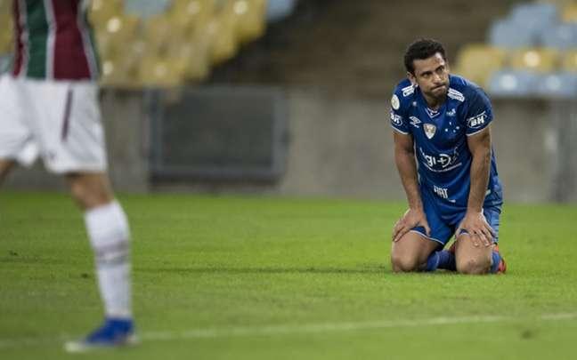 O momento do Cruzeiro tem gerado queda de rendimento em vários jogadores, como o atacante Fred- (Foto: Jorge Rodrigues/Eleven)