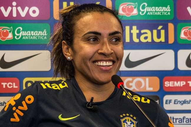 Marta durante entrevista coletiva pela Seleção feminina
