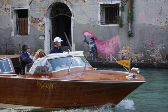 """""""Menino náufrago"""", obra de Banksy em Veneza"""