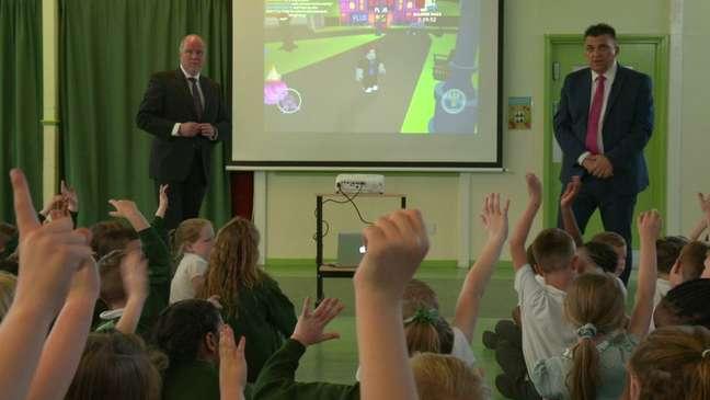 John Staines e John Woodley dizem que a maioria dos pais não se dá conta que seus filhos podem estar sendo contactados por estranhos durante games, a despeito de barreiras de controle parental