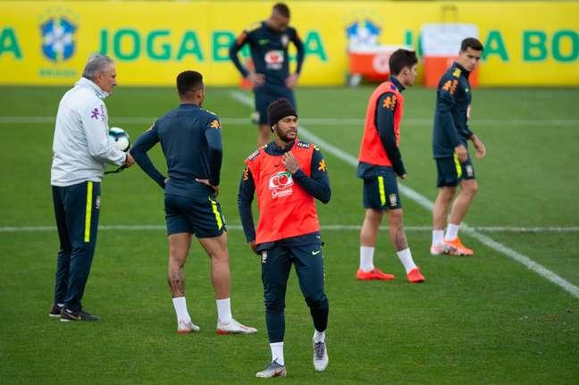 Neymar treinou com a Seleção Brasileira antes do jogo contra o Catar