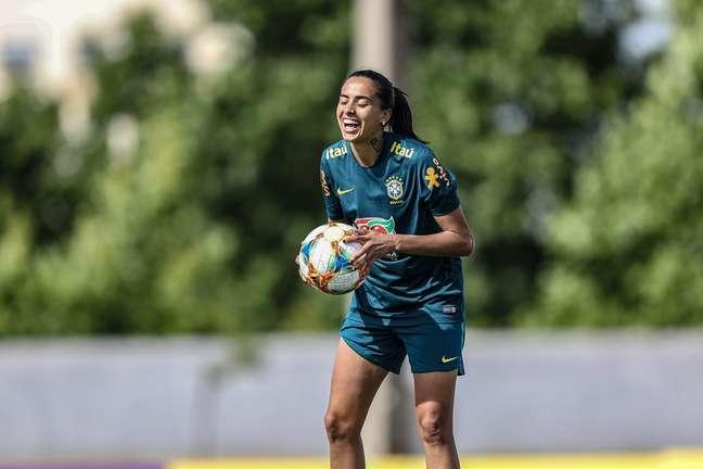 Andressa Alves em treino pela Seleção Brasileira em Portimão