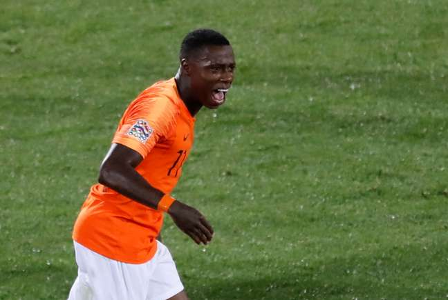 Quincy Promes fez o último gol da Holanda