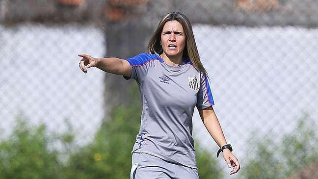 'Como havia poucas equipes femininas, eu comecei jogando com os meninos', lembra Emily Lima