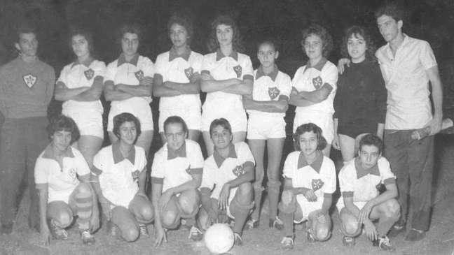 A proibição acabou oficialmente em 1979, mas a regulamentação do futebol feminino no Brasil só chegou em março de 1983