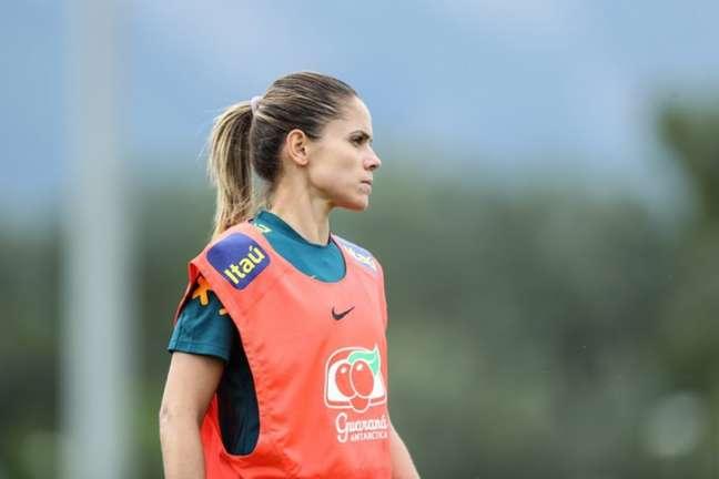 Érika é mais uma cortada da Seleção (Foto: Renner Pinheiro/Mowa Press)