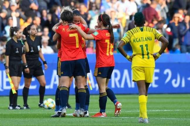 Espanha venceu com dificuldade (Foto: Damien Meyer / AFP)
