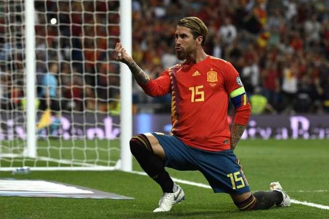 Ramos abriu o placar para a vitória espanhola (Foto: AFP)