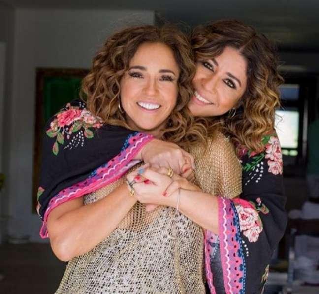 """A cantora Daniela Mercury assumiu namoro com a jornalista Malu Verçosa em 2013: """"Minha esposa, minha família, minha inspiração pra cantar"""""""