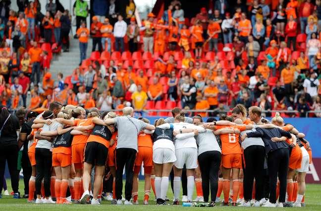 Jogadoras da seleção holandesa comemoram vitória da Holanda sobre Camarões por 3 a 1 pela Copa do Mundo feminina. 15/6/2019  REUTERS/Bernadett Szabo