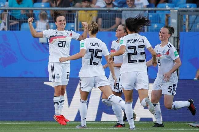 Alemanha vai às oitavas como líder de seu grupo e com três vitórias