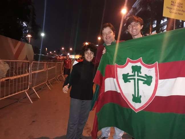 Família de torcedores da Portuguesa se divide entre Chile e Japão