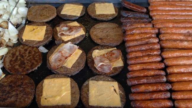 Projeto que pode proibir que alimentos veganos usem referências de carne será votado em setembro