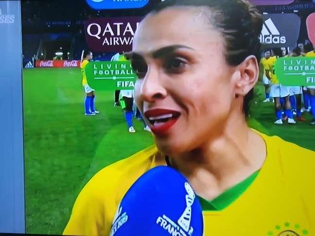 Marta dá entrevista após o jogo contra a França