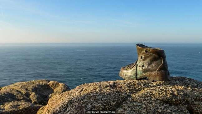 Uma bota de bronze marca o fim da antiga rota de peregrinação
