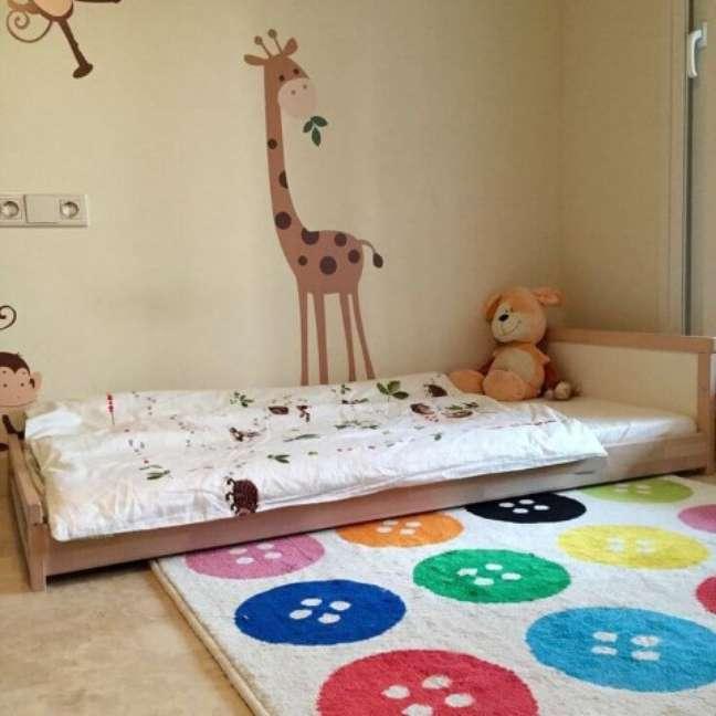8. A base de madeira evita que a cama montessoriana fique em contato direto com o chão