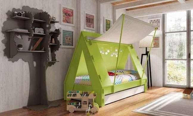 40. Cama montessoriana em formato de tenda