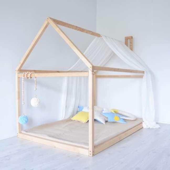 34. Cama montessoriana em quarto minimalista