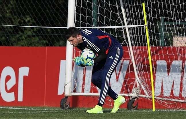 Tiago Volpi destacou a importância do período de treinos para o São Paulo (Foto: Rubens Chiri/saopaulofc.net)