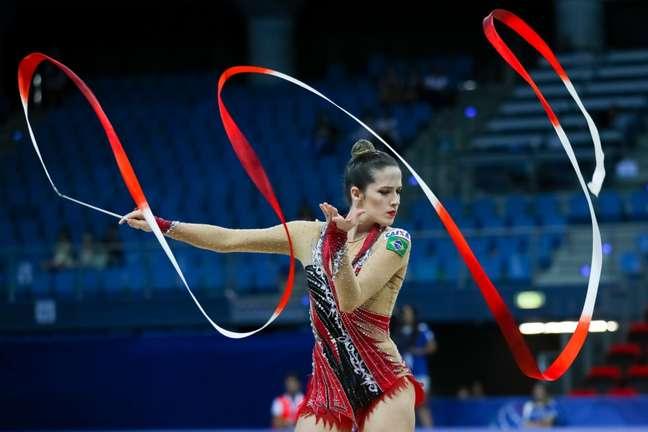 Natalia Gaudio fica com o bronze no individual geral da ginástica rítmica. (Divulgação)