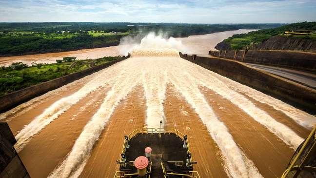 Itaipu é uma usina binacional e foi construída após acordo firmado entre Brasil e Paraguai em 1973