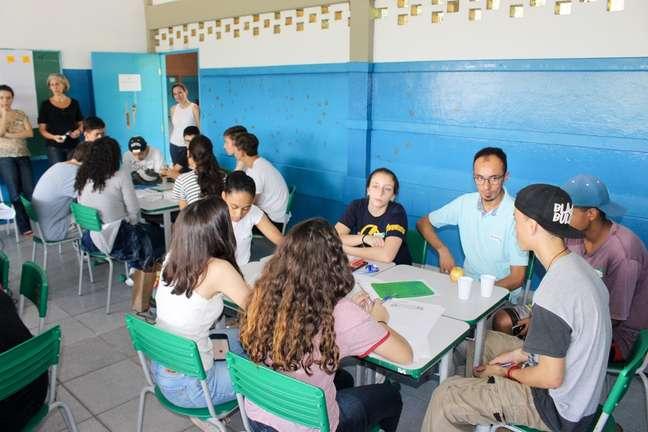 Emerson Ferreira em uma das ações da Reflexões da Liberdade em uma escola pública