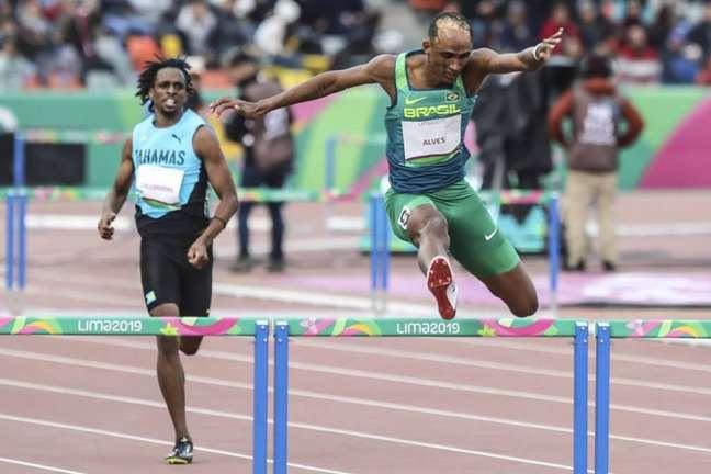 Alison conquista a medalha de ouro nos 400m com barreiras (Wander Roberto/COB)