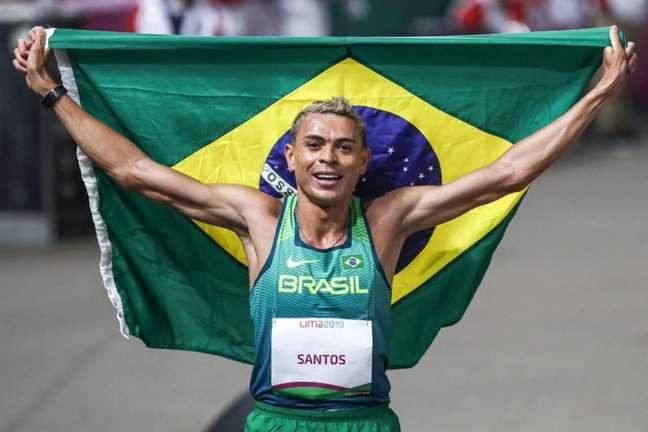 Prata nos 5.000, Altobeli agora é ouro nos 3.000m com barreiras. (Wander Roberto/COB)
