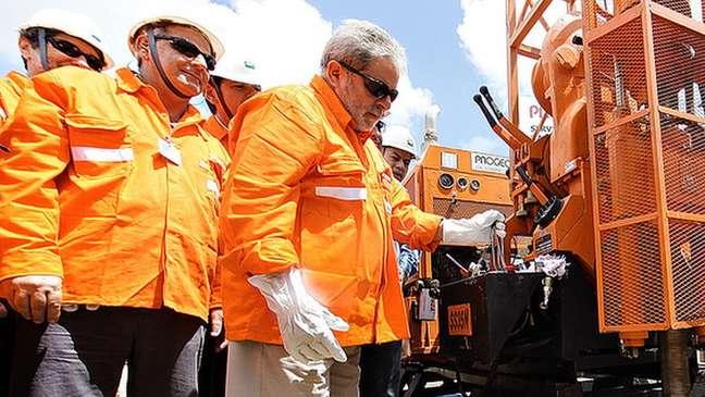 Pelo modelo de partilha, usado para os campos do pré-sal, a Petrobras tem preferência na escolha das áreas que quer operar
